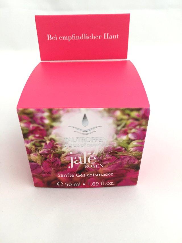 Die Gesichtsmaske von Tautropfen ist aus reinen Rosenextrakten geamacht.