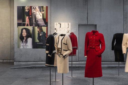 Chanel Kleider in der Ausstellung Modemethode in der Bundeskunsthalle